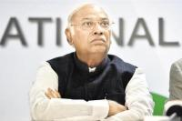 अलोक वर्मा CBI से बाहर: सत्ता पक्ष के निशाने पर आए खड़गे