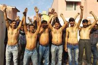 पीएचई कर्मियों ने अद्र्धनग्न होकर किया प्रदर्शन, बकाया वेतन जारी करने की मांग