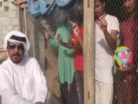 दुबई में फुटबॉल टीम को समर्थन न देने पर पिंजरे में कैद किए भारतीय ( Video Viral)
