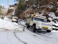 शिमला में बर्फबारी से जनजीवन अस्त-व्यस्त, कई रूटों पर देरी से चलीं HRTC की बसें