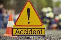 दर्दनाक हादसा : सड़क पर पलटी पिकअप जीप, चालक की मौत-3 घायल