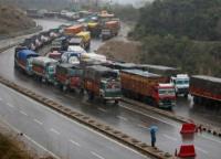 जम्मू श्रीनगर राजमार्ग पर एक ओर से यातायात बहाल, लेह एवं मुगल रोड बंद