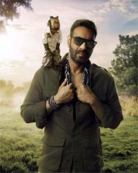 हॉलीवुड सेंसेशन ''क्रिस्टल'' बाॅलीवुड में करेगी ''टोटल धमाल'', अजय ने शेयर की तस्वीर