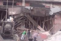 बड़ा हादसा टलाः दून मेडिकल कॉलेज की निर्माणाधीन बिल्डिंग का गिरा छज्जा, बाल-बाल बचे मजदूर