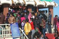 Makar Sankranti पर उमड़ा आस्था का सैलाब, हजारों श्रद्धालुओं ने नवाया शीश