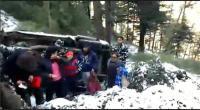 खाई में गिरी पर्यटकों की गाड़ी, सीआरपीएफ ने 9 को बचाया