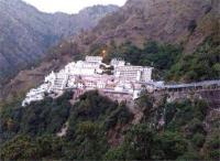 'कड़ाके की सर्दी के बावजूद रोजाना करीब 13 हजार लोग कर रहे हैं वैष्णो देवी के दर्शन'