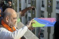 अमित शाह-विजय रुपाणी ने पतंग उडा़कर मनाया मकर संक्राति का जश्न