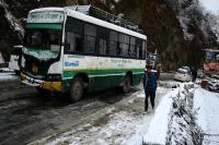 बर्फ के कारण हिमाचल के कई रास्ते बंद, 79 सड़कों पर शुरू नहीं हो पाई आवाजाही