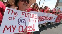 अमरीका में शिक्षकों की हड़ताल से पांच लाख छात्र प्रभावित