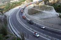 एक तरफा ट्रेफिक के खोला गया तीन सौ किलोमीटर लंबा जम्मू-श्रीनगर राजमार्ग
