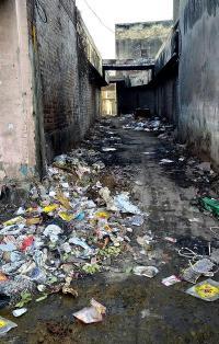 स्वच्छता सर्वेक्षण की रैंकिंग को लग सकता है ग्रहण : शहर में चारों तरफ बिखरी है गंदगी