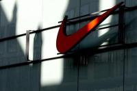Nike ने बनाए सेल्फ लेसिंग शूज, स्मार्टफोन से कर सकेंगे कंट्रोल