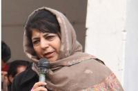 आंतकियों की हितैषी बनी महबूबा, कहा-कश्मीर में शांति के लिए उनसे बात करना जरूरी