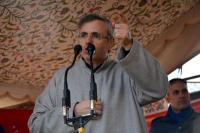 उमर का गवर्नर मलिक को जवाब : फारूक चुनाव नहीं लड़ते तो आतंकी कूका पार्रे होते सीएम