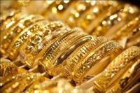 सोना रिकॉर्ड स्तर पर, चांदी भी 300 रुपए चमकी