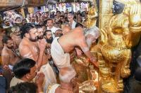 सबरीमाला विवाद: 2 महिलाओं ने फिर की मंदिर में प्रवेश की कोशिश, भीड़ ने घेरा