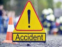 सड़क हादसे में पिता की दर्दनाक मौत, बेटे सहित 2 घायल