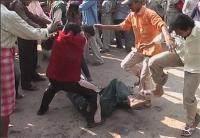 पुरानी रंजिश को लेकर युवक को मारी गोली, हत्यारे को भीड़ ने पीट-पीटकर उतारा मौत के घाट