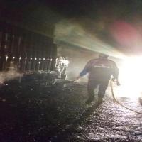 Jio फास्ट ग्रुप के कैंटर में बीच सड़क पर लगी भयानक आग, लाखों का सामान जलकर राख