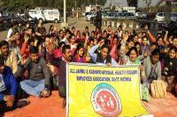 सरकार की अनदेखी पर NHM कर्मियों ने हड़ताल और बढ़ाई
