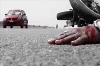 ट्रक की चपेट में आया परिवार, पति-पत्नी की मौत, बच्ची घायल