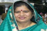 आंगनवाडिय़ों में बिजली, पानी की व्यवस्था सुनिश्चित करें : इमरती देवी