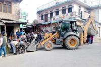 गसौड़ में अवैध कब्जों पर चला प्रशासन का पीला पंजा