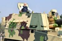 PM मोदी ने देश को सौंपा K9 वज्र टैंक, युद्धक टैंक पर हुए सवार(Video)