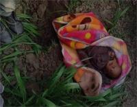 निर्दयी मां ने जिंदा बच्ची को किया दफन, ग्रामीणों ने बचाई जान
