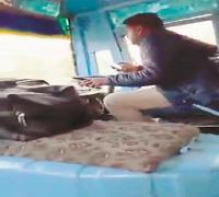 सवारियों की जान खतरे में डालकर अपने शौंक पूरे कर रहा है बस चालक, वीडियो वायरल