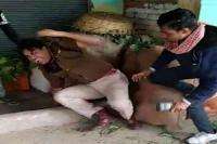दलित छात्रा की मौत मामलाः जान की भीख मांगता रहा DSP, भीड़ ने पीट-पीटकर किया अधमरा