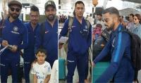 न्यूजीलैंड पहुंची टीम इंडिया, नन्हे फैन्स ने किया स्वागत, खिंचवाई तस्वीरें