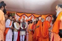 दूसरे शाही स्नान के मौके पर प्रयागराज पहुंचे CM रावत, अखाड़ों को हरिद्वार कुंभ के लिए किया आमंत्रित