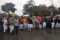 जम्मू विश्वविद्यालय के विरोध में भारी बारिश के बीच सडक़ों पर उतरे छात्र