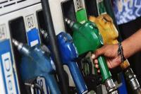 6 दिनों के बाद पेट्रोल-डीजल के दाम में आई गिरावट, जानें नए रेट्स