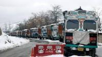 श्रीनगर-जम्मू राष्ट्रीय राजमार्ग लगातार तीसरे दिन बंद , फंसे सैंकड़ों वाहन, यात्री परेशान