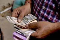 रुपया लुढ़का, 48 पैसे टूटकर 71.73 पर खुला