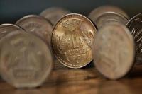रुपए में मामूली बढ़त, 1 पैसे बढ़कर खुला