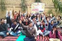 तीसरे दिन भी जारी NHM कर्मचारियों की हड़ताल, स्वास्थ्य सेवाएं प्रभावित
