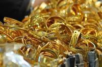 वैवाहिक सीजन में सोना 270 रुपए लुढ़का और चांदी 330 रुपए फिसली