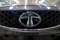 रिकॉर्ड घाटे से टाटा मोटर्स के शेयर धराशायी, 16% तक लुढ़के