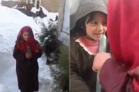 बर्फबारी में कश्मीरी लड़की की रिपोर्टिंग ने जीता सबका दिल (Watch video)