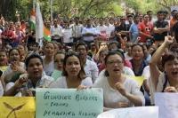 नागरिकता विधेयक आंदोलन : पुलिस के साथ भिड़ंत में छह महिलाएं घायल