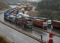 एक तरफा ट्रेफिक के लिये खोला गया जम्मू-श्रीनगर राजमार्ग, सैंकड़ों ट्रकों ने की जवाहर सुरंग पार