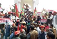 अखिलेश के लिए सड़कों पर फिर उतरे सपाई, कहा- योगी सरकार की तानाशाही नहीं चलने देंगे