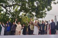 AAP की रैली में एक मंच पर नजर आए विपक्षी नेता, जानिए किसने क्या कहा?