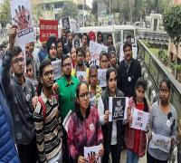 गैंगरेप के आरोपियों को फांसी देने की सजा को लेकर निकाला रोष मार्च