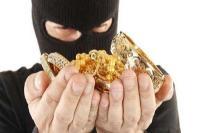 ताला तोड़कर 4.50 लाख की नकदी व जेवरात चोरी