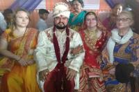 शादी को यादगार बनाने के लिए वैलेंटाइन डे के दिन भारत आई विदेशी युवती, देसी युवक से रचाई शादी